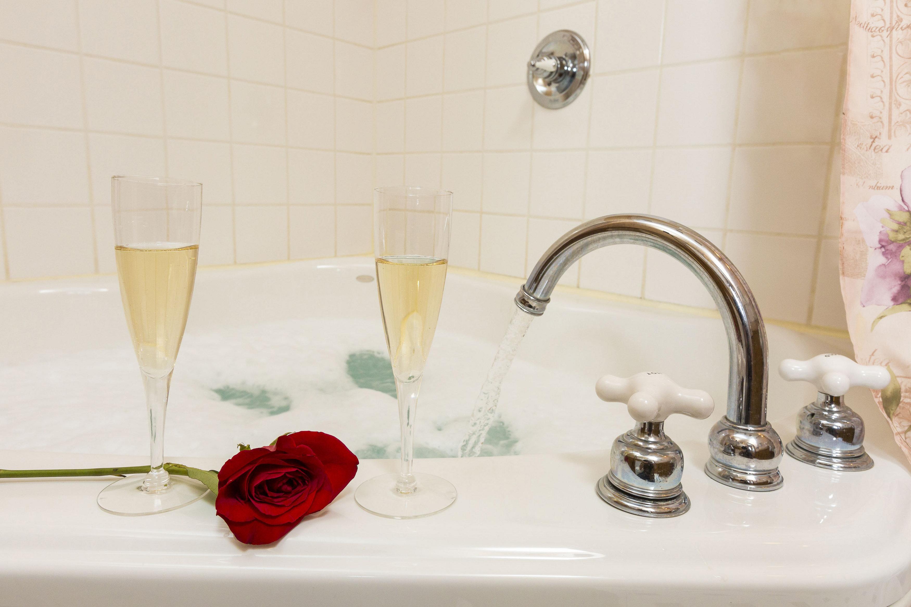 Champagne Bathroom Suite Julia Suite Farmers Guest House